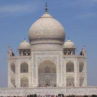 Il Taj Mahal ad Agra costruito da Shah JAhan per la moglie Mumtaz Mahal morta nel dare alla luce il 14o figlio