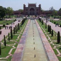 I giardini all'entrata del Taj Mahal